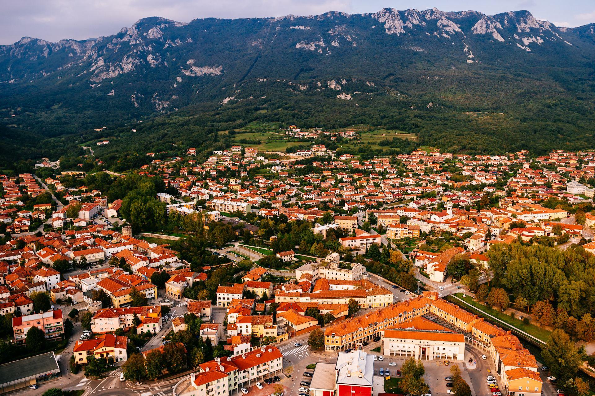 Ajdovščina, Vipavská dolina, Slovinsko. Foto: Jure Makovec
