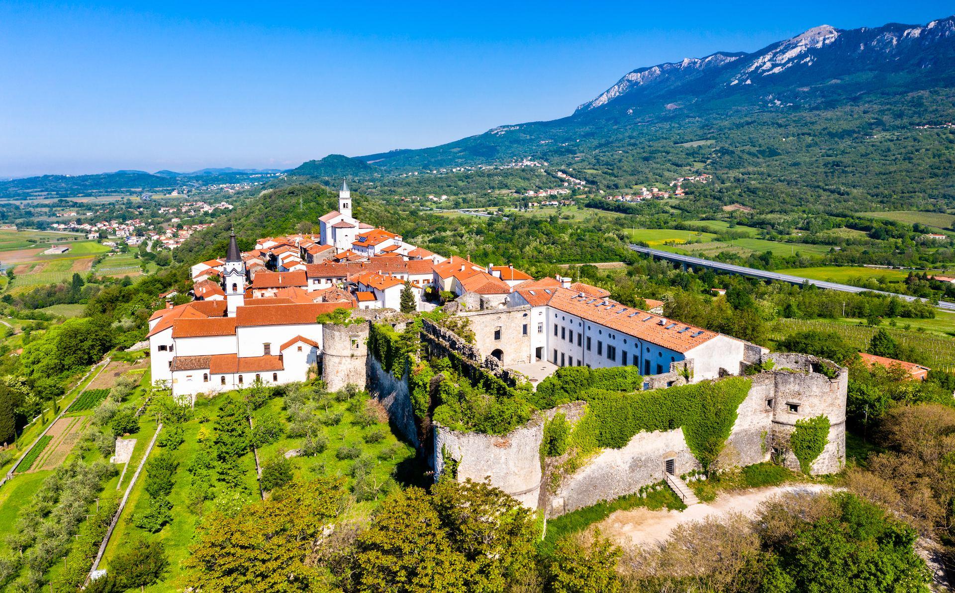 Vipavski Kriz, Vipavska Dolina, Slovinsko
