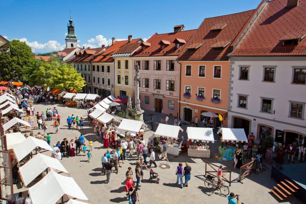 Mestni trg, Škofja Loka, Slovinsko. Foto: Jošt Gantar