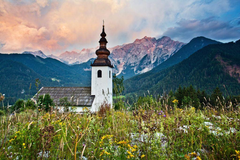 Kostel sv. Osvalda, Jezersko, Slovinsko. Foto: Jošt Gantar