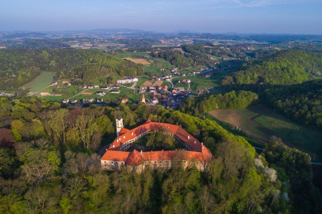 Grad na Goričkem, Pomurje, Slovinsko. Foto: Jošt Gantar