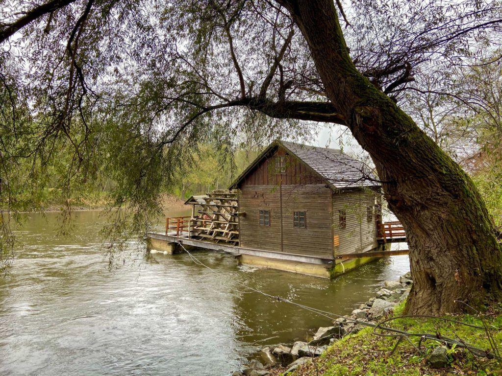 Vodní mlýn Ižakovci, Slovinsko