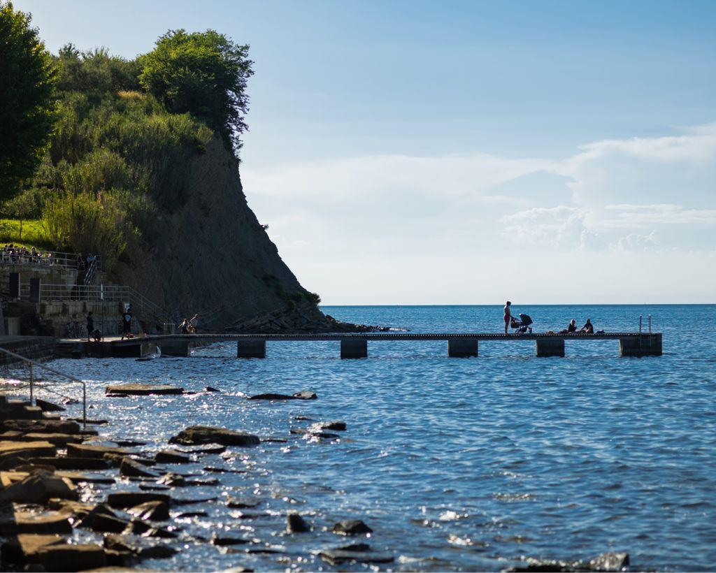 Pláž pod Belvederem, Izola, Slovinsko. Foto: Luka Kaše, Riiba