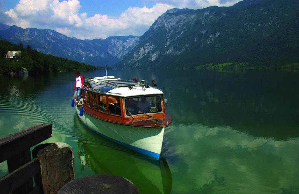 Výletní loď, Bohinjské jezero, Slovinsko
