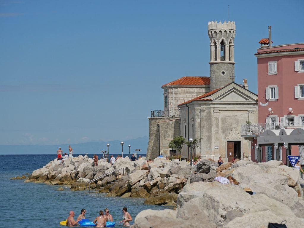 Piran, pláž, Slovinsko